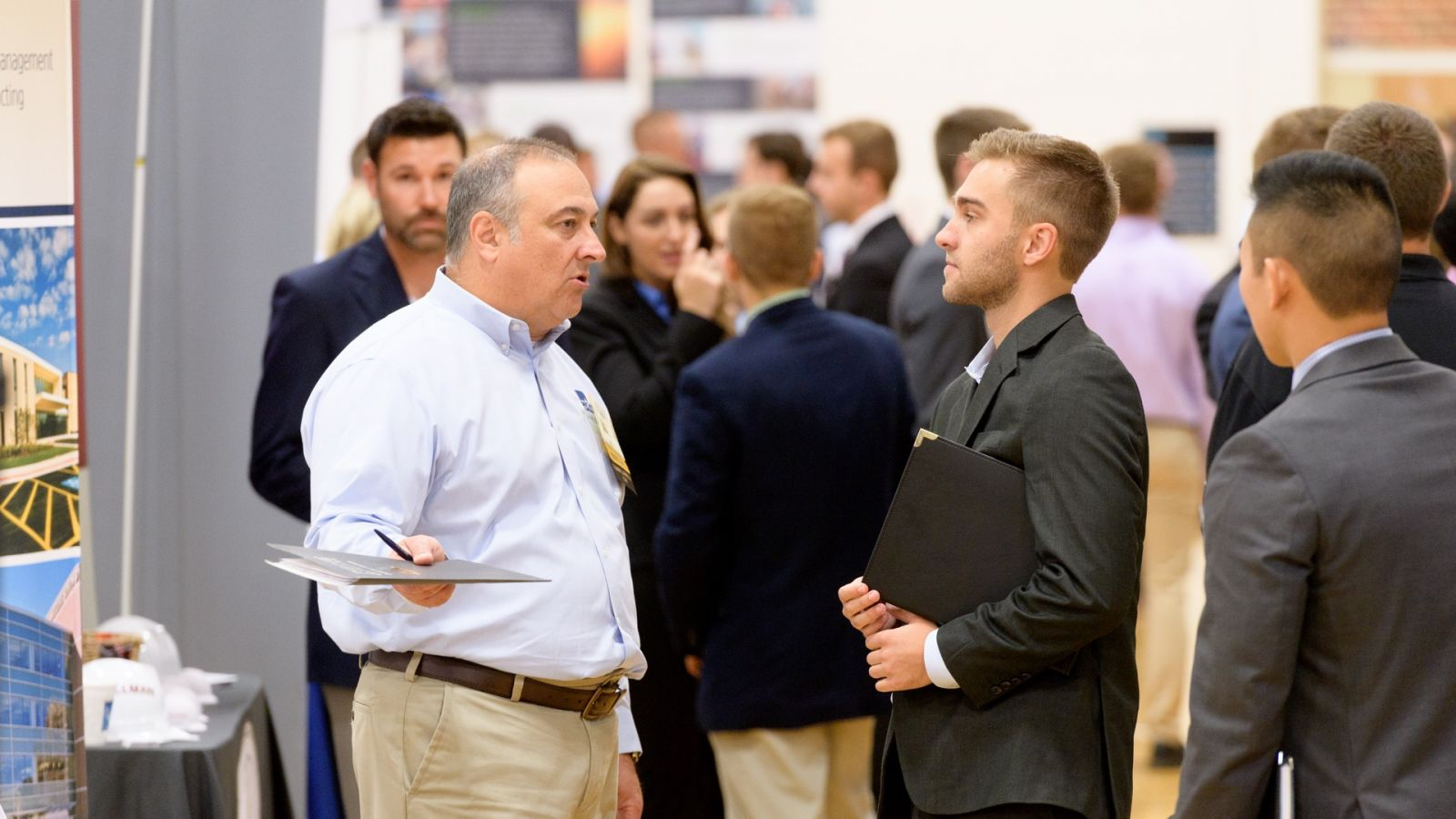 Nearly 800 students met representatives from 184 companies.